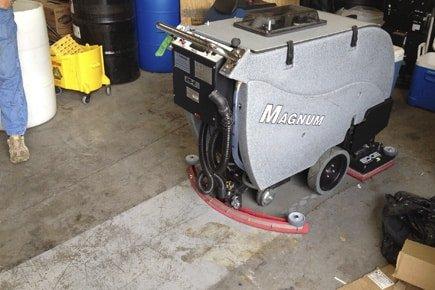 MAGNUM-EDGE-floor-scrubber-deep-scrubbing-concrete