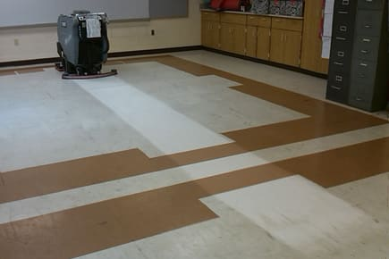 MAGNUM-EDGE-floor-scrubber-stripping-VCT-in-school-classroom